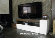 TV шкаф - комбинация от боя гланц и орех